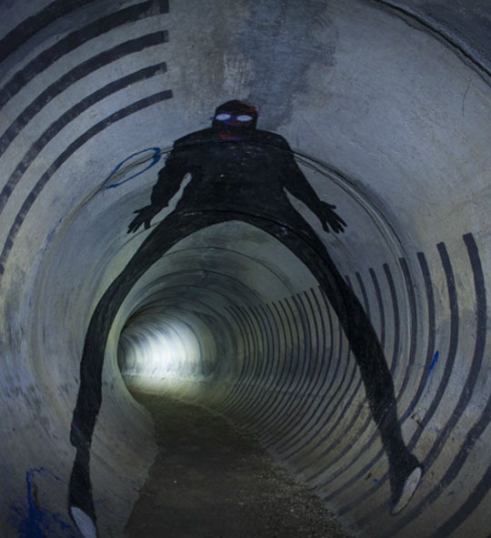 cool-tunnel-graffiti-creepy-person