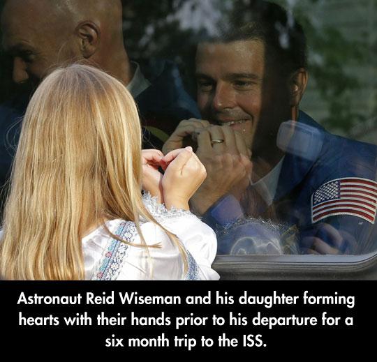 cute-astronaut-daughter-Reid-Wiseman-heart