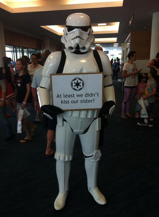 funny-Stormtrooper-sign-kissing-sister-Star-Wars