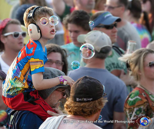 funny-kid-concert-bubble-eyes