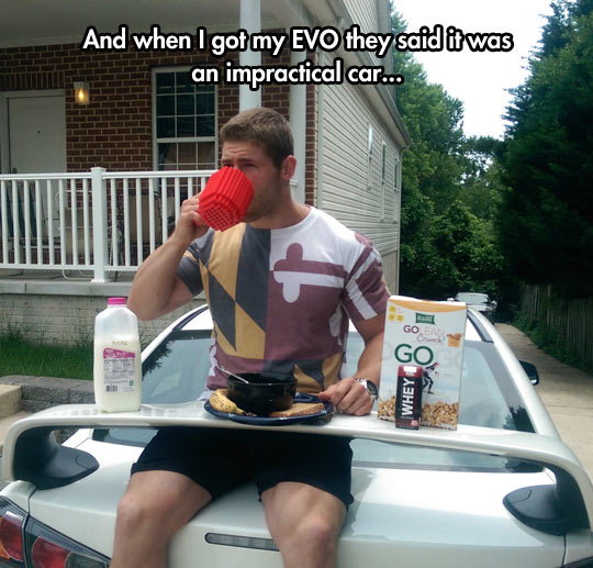 funny-man-having-breakfast-car