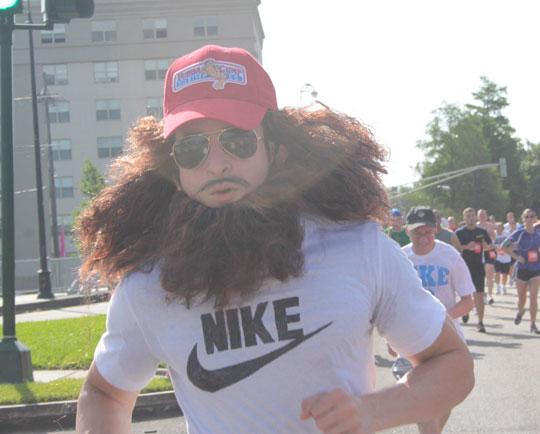 funny-man-running-Forrest-Gump-costume