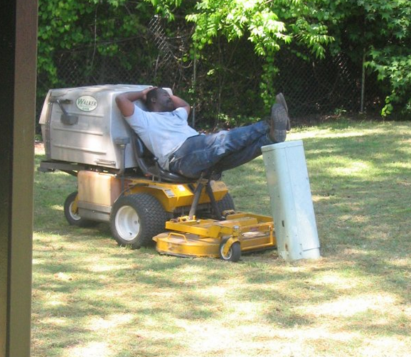 funny-people-passed-out-lawn-mower