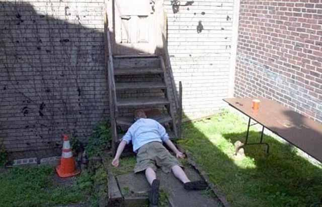 funny-people-passed-out-stairs