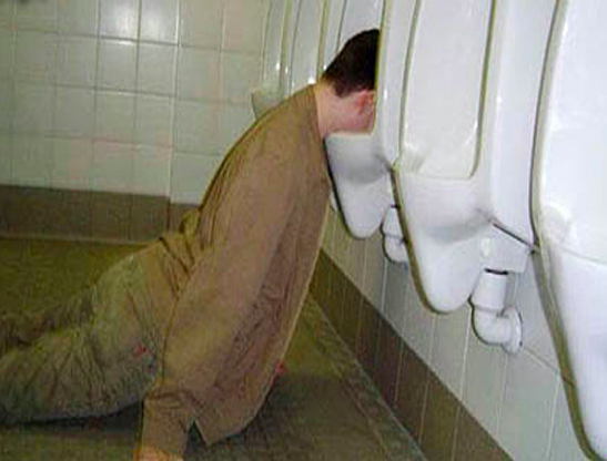 funny-people-passed-out-urinal