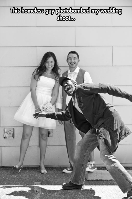 funny-wedding-picture-photobombed-homeless