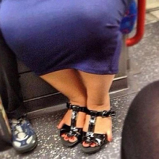 funny-woman-sandal-feet-toes