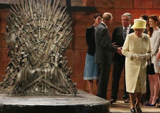 cool-Queen-Elizabeth-iron-throne-GoT