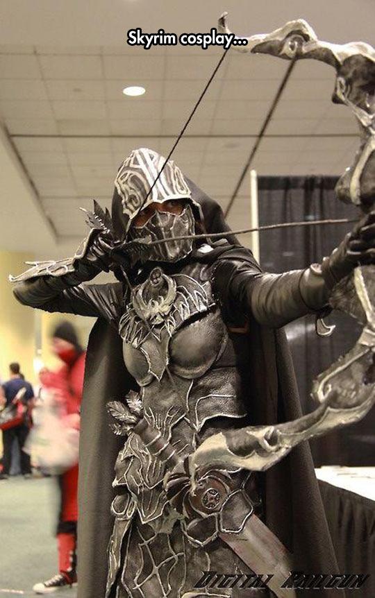 funny-Skyrim-cosplay-bow-arrow