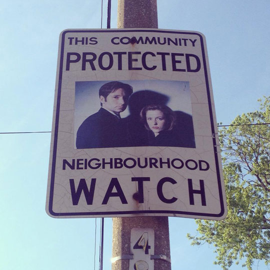 funny-community-X-Files-sign-neighborhood