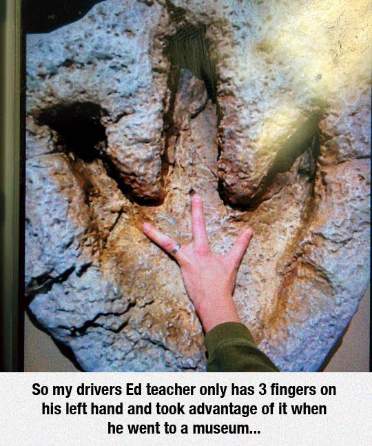 funny-hand-three-fingers-dinosaur-print