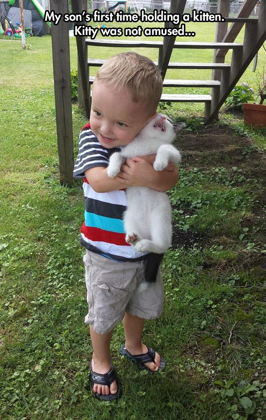 funny-little-boy-hugging-kitty
