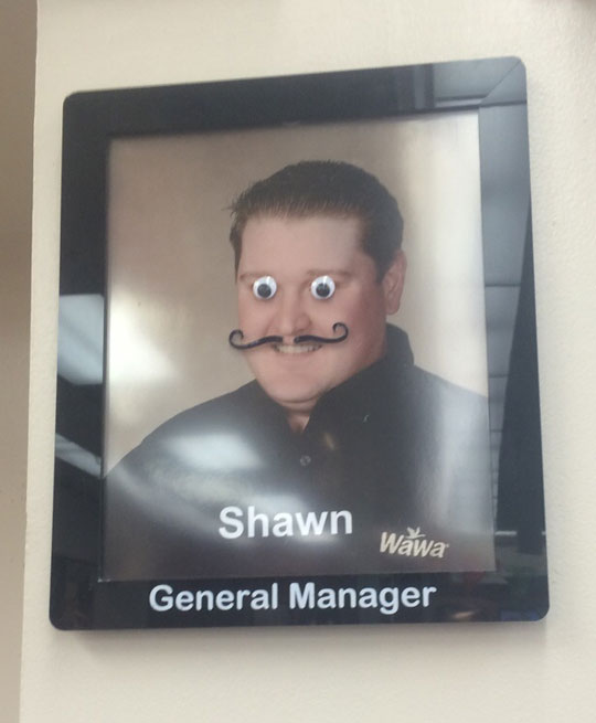 funny-portrait-googly-eyes-manager