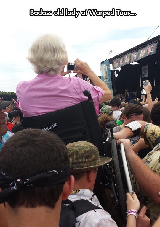 cool-wheelchair-lady-Warped-tour