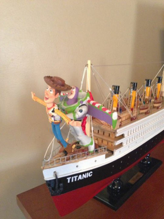funny-Titanic-scene-Woody-Buzz