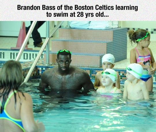 funny-basketball-player-pool-swimming