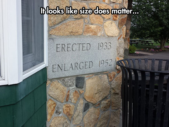 funny-building-sign-size-matter