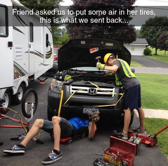 funny-friends-fixing-car-helmet
