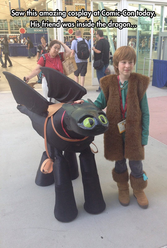 funny-kid-Train-Your-Dragon-cosplay