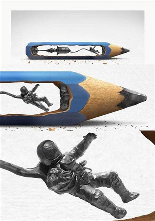 funny-pencil-lead-sculpture-astronaut