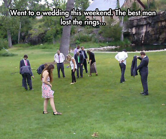 funny-wedding-best-man-searching-ring