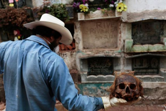 dead_guatemalan_people_are_not_laid_to_rest_peacefully_640_07