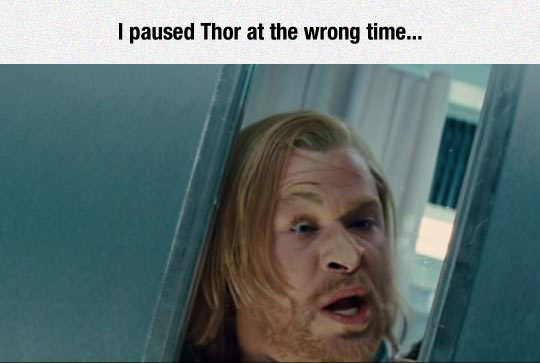 funny-Thor-movie-mirror-paused