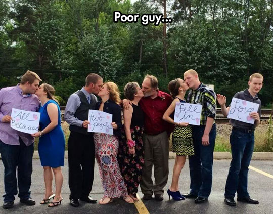 funny-couples-kissing-love-sign