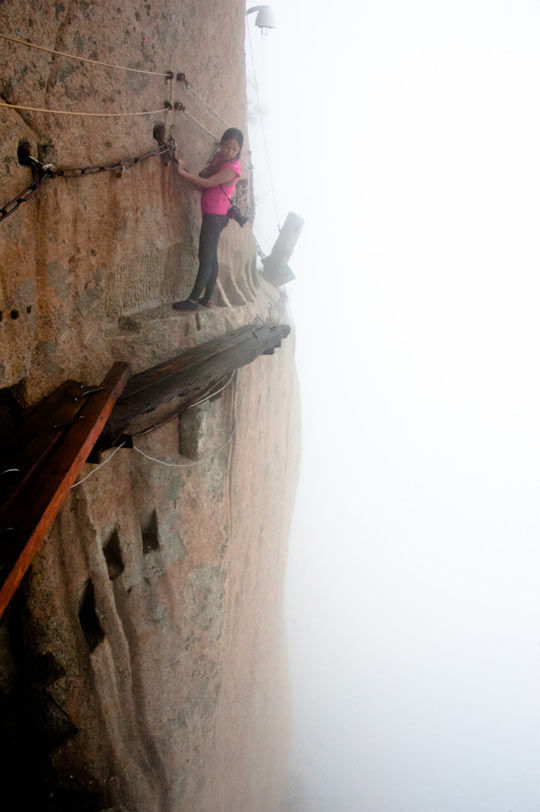 The Way Visitors Get To The Huashan Teahouse In China