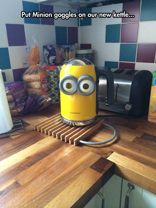 funny-kettle-Minion-goggles-kitchen