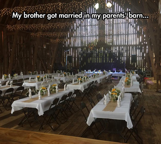 funny-parents-barn-wedding-party