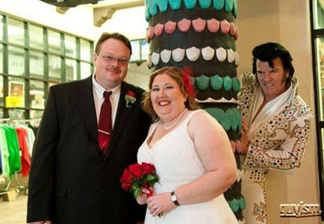 the_best_wedding_photobombs_ever_640_03