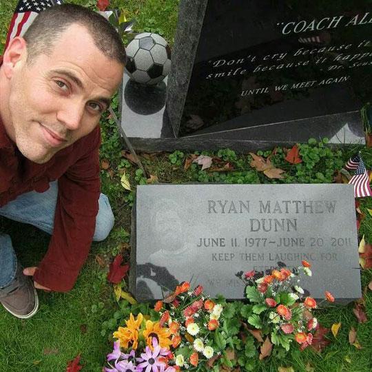 cool-Ryan-Dunn-grave-Steve-O