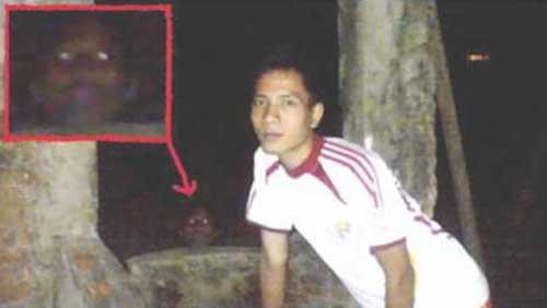creepy-photobombs-wall
