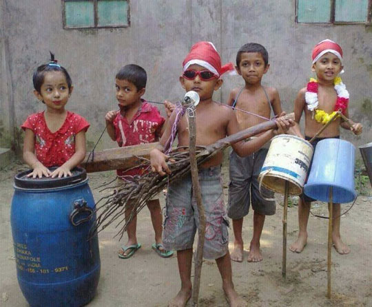 cute-Indian-kids-improvised-band