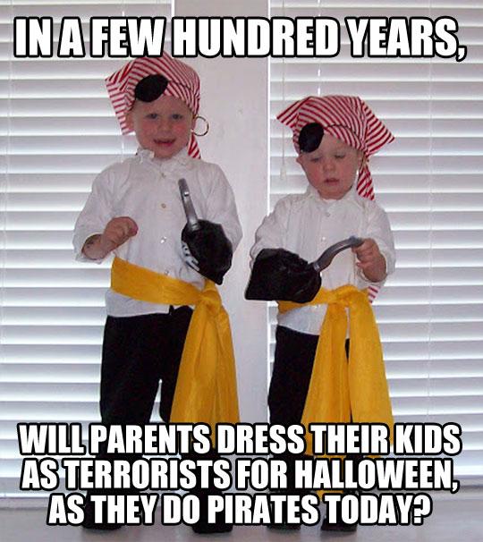 funny-Halloween-costume-pirate