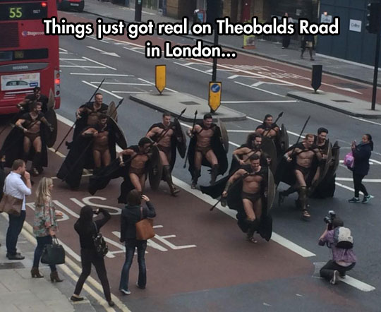 funny-Spartans-costumes-London-street