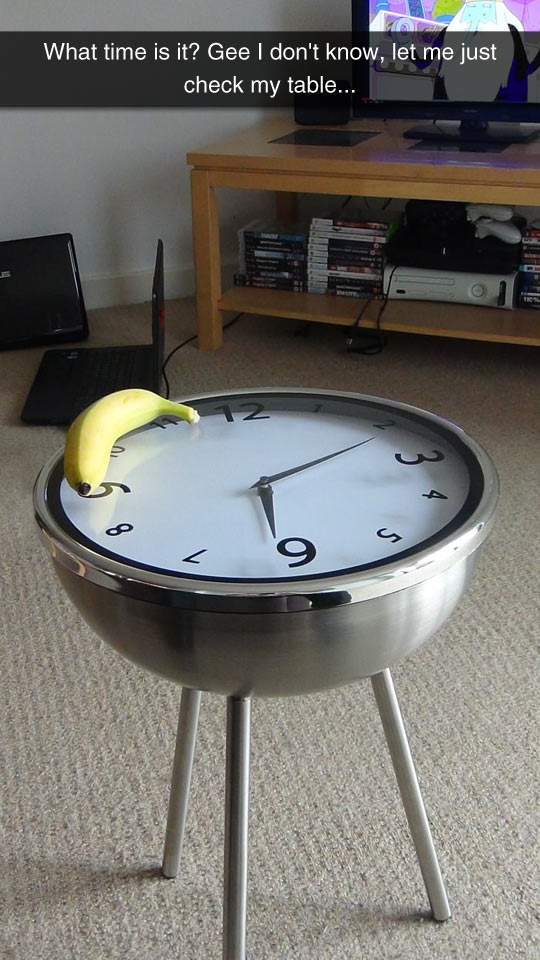 funny-banana-watching-TV-clock