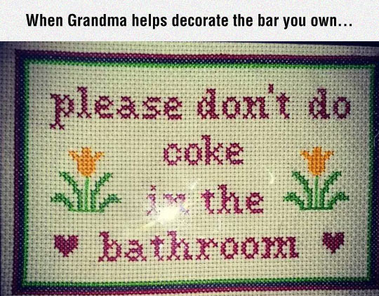 funny-knitted-sign-bathroom-coke