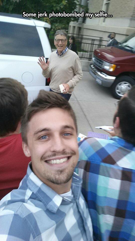 funny-selfie-photobomb-Bill-Gates