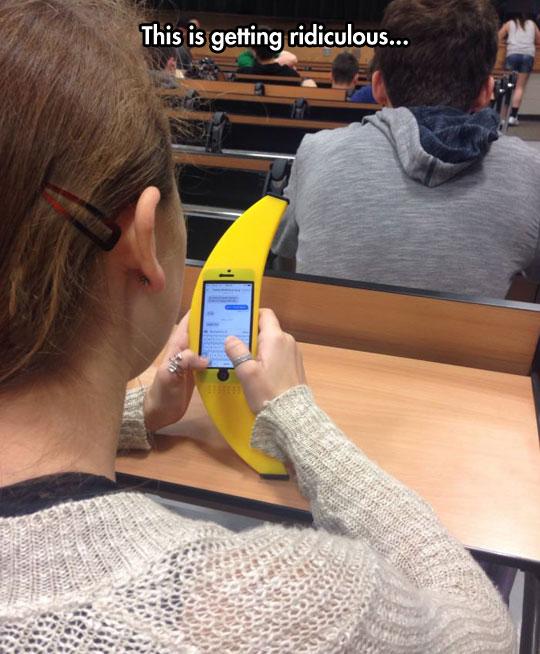 funny-banana-case-iPhone-classroom