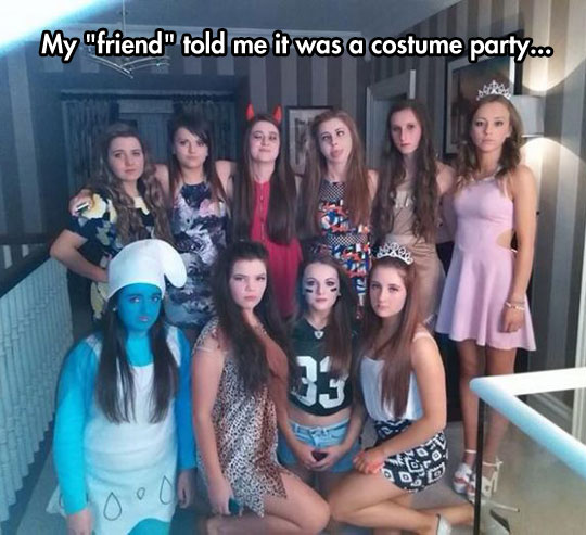 funny-girls-costume-party-Smurfs