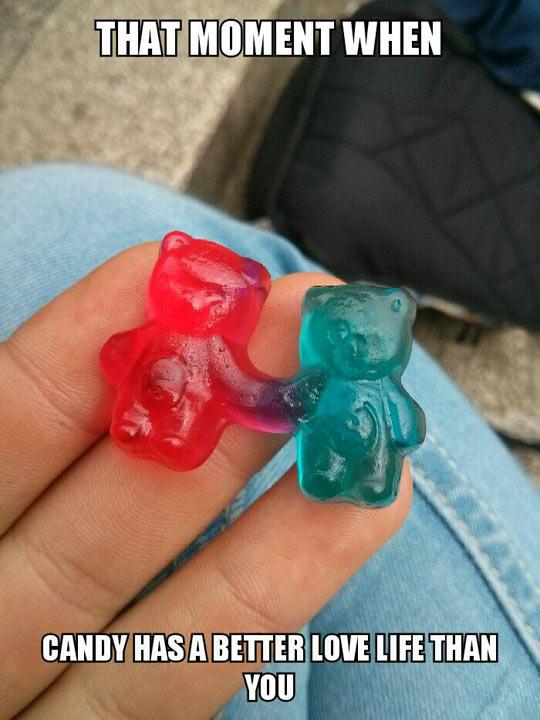 funny-gummy-bear-holding-hands