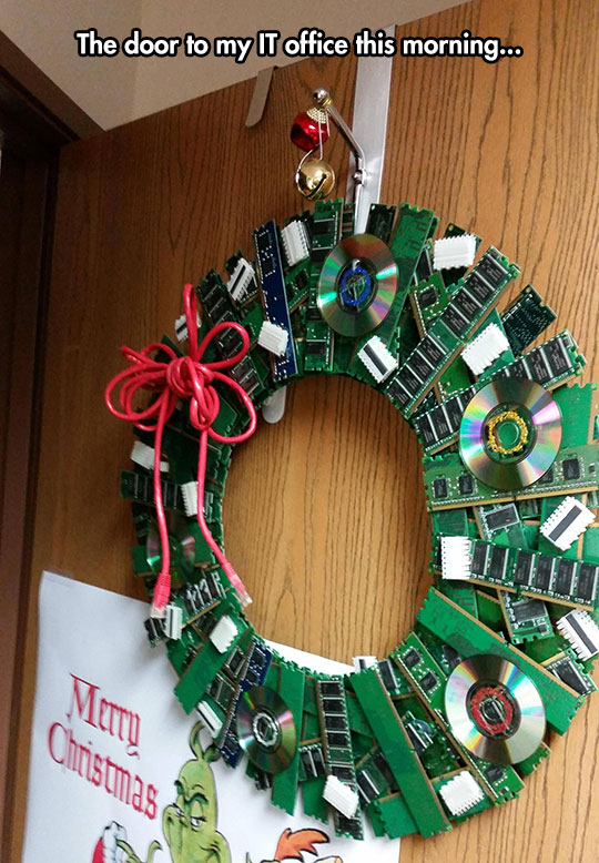 funny-Christmas-crown-IT-office-CD