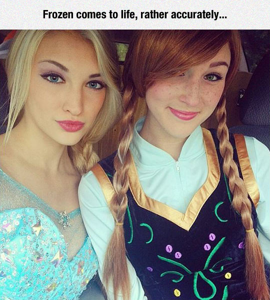 Perfect Frozen Cosplay