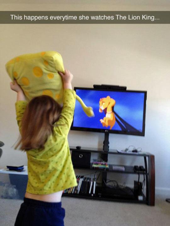 funny-TV-computer-Lion-King-girl