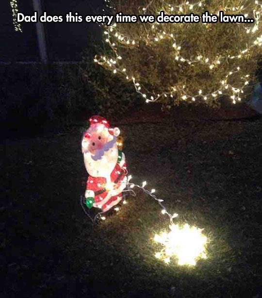 funny-decoration-Santa-Claus-peeing-lights