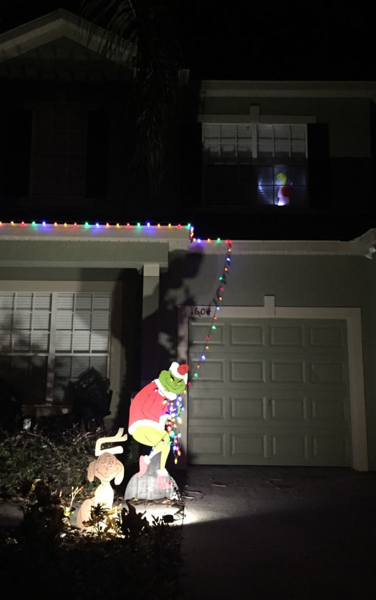 funny-house-decoration-Grinch-Christmas