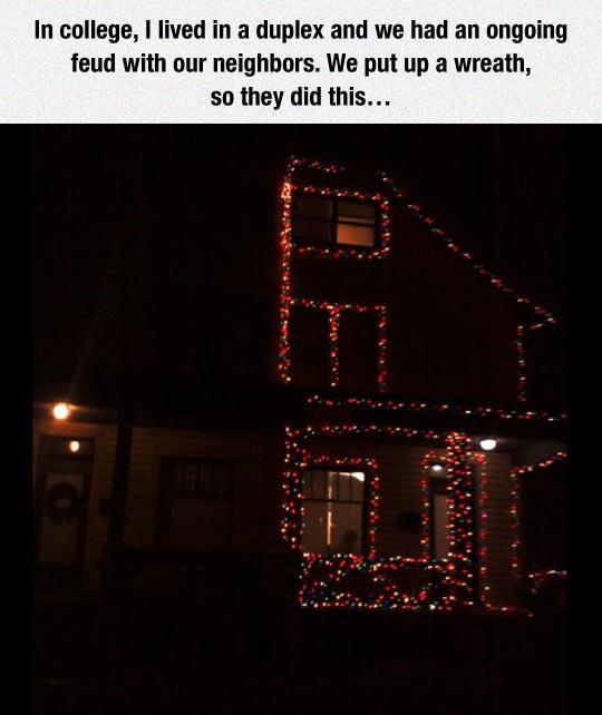 funny-neighbors-Christmas-lights-wreath