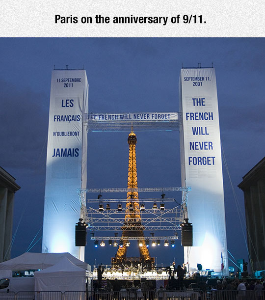 cool-Paris-Twin-Towers-anniversary